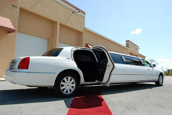 Lincoln Stretch Limousine Laredo